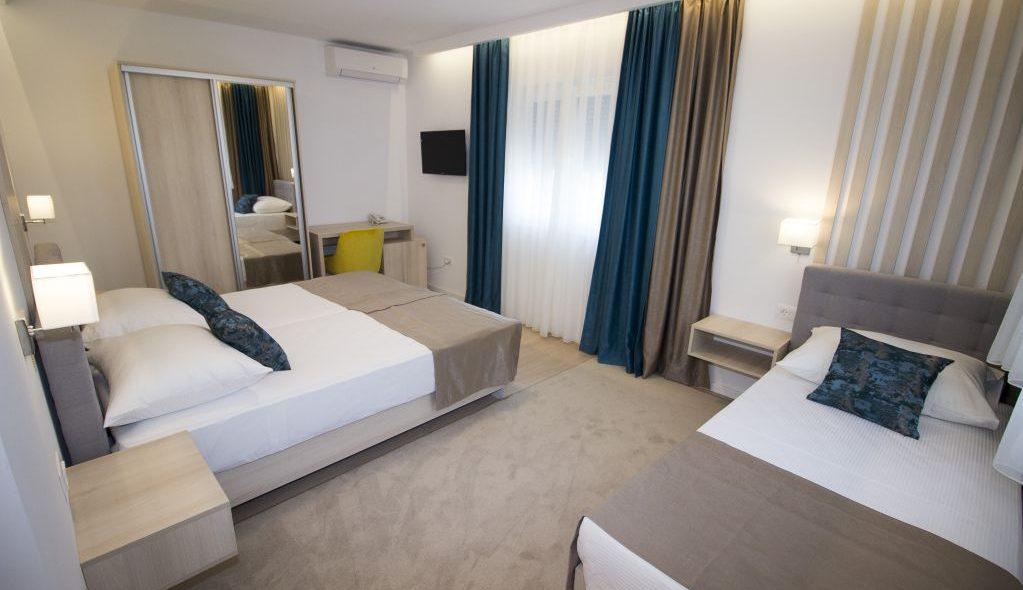 amicus aparthotel soba za tri osobe 2_10