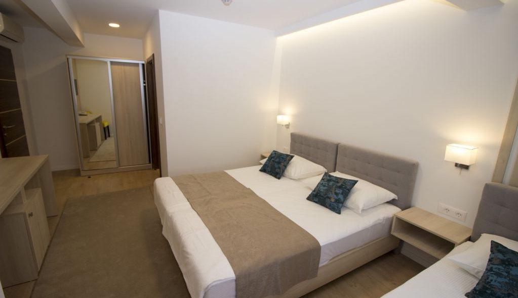 amicus aparthotel soba za tri osobe 2_3