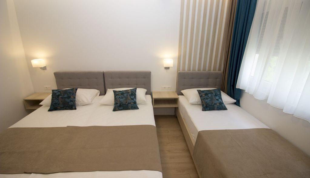 amicus aparthotel soba za tri osobe 2_4